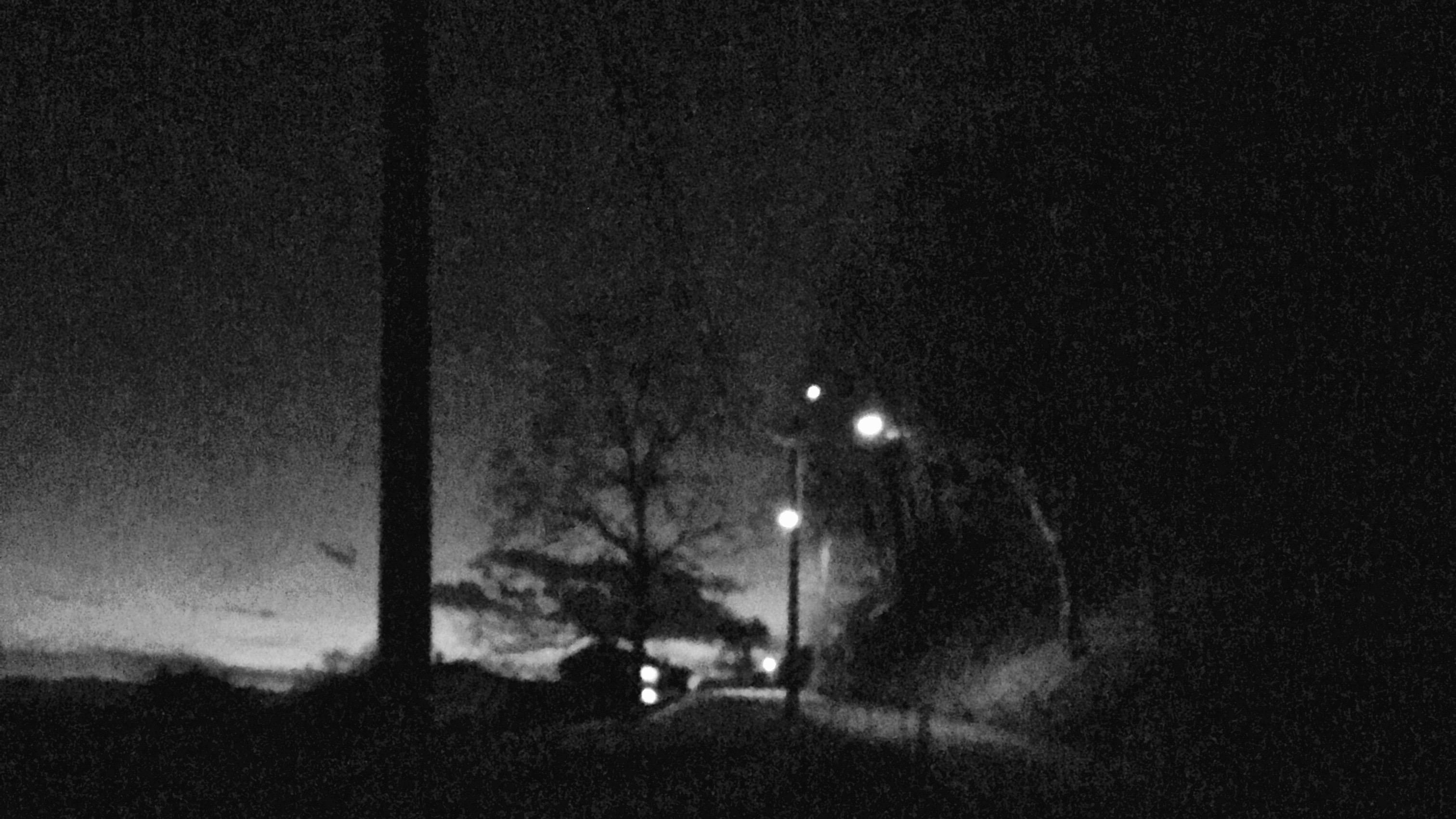 bei Nacht in schwarz/weiß
